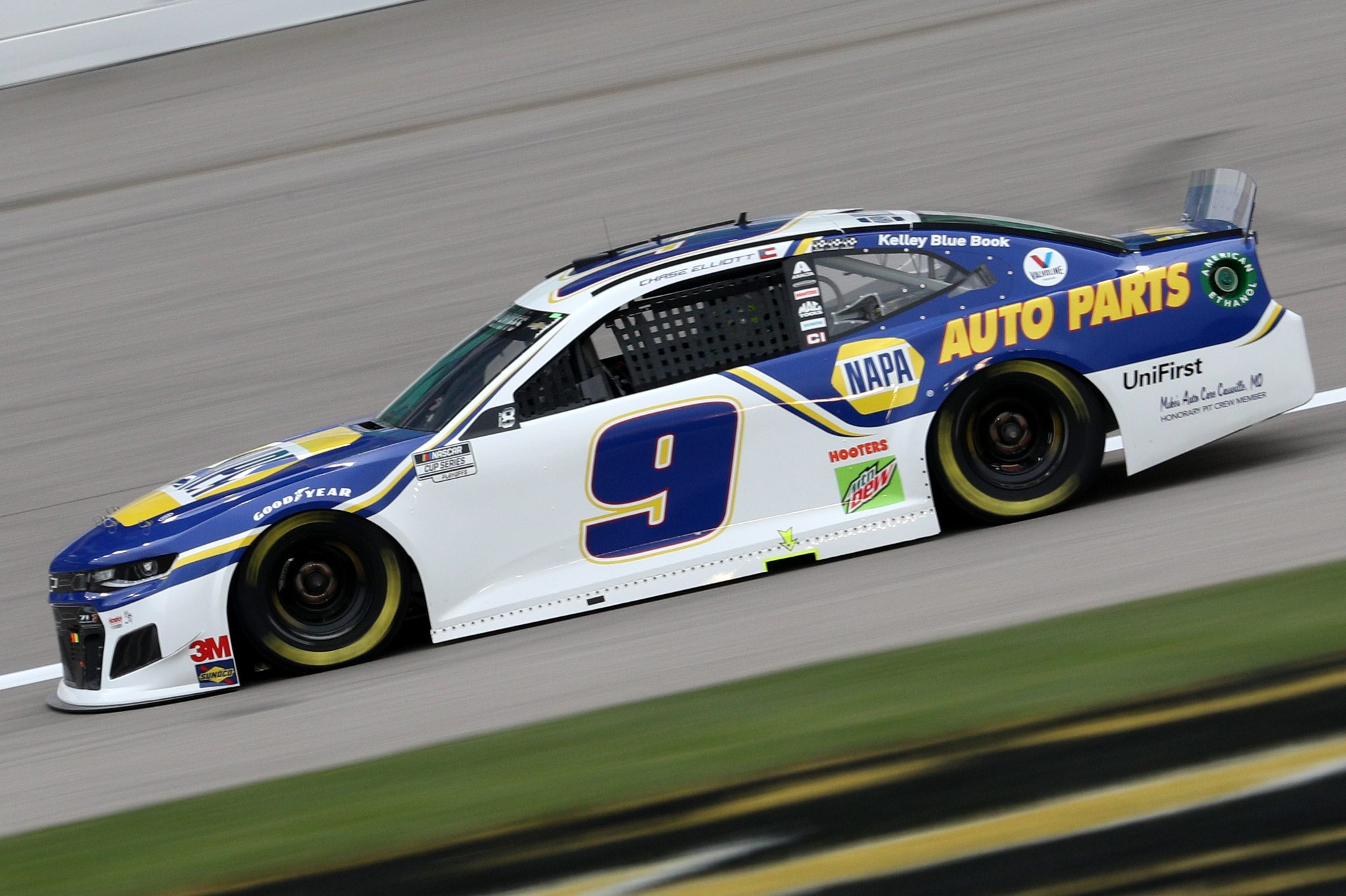 KANSAS CITY, KANSAS - OCTOBER 18: Chase Elliott, driver of the #9 NAPA Auto Parts Chevrolet, drives during the NASCAR Cup Series Hollywood Casino 400 at Kansas Speedway on October 18, 2020 in Kansas City, Kansas. (Photo by Chris Graythen/Getty Images) | Getty Images