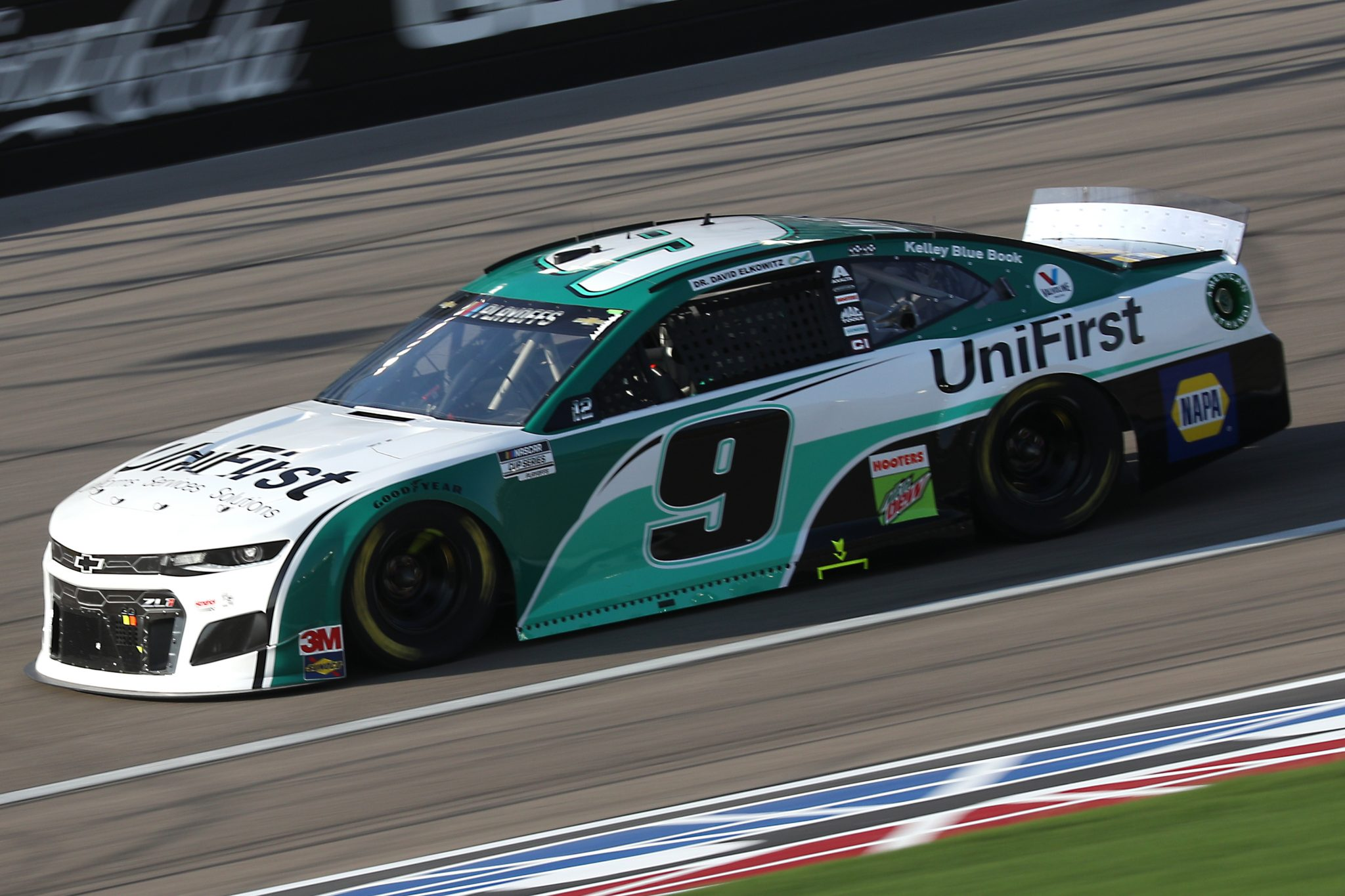 LAS VEGAS, NEVADA - SEPTEMBER 27: Chase Elliott, driver of the #9 Unifirst Chevrolet, drives during the NASCAR Cup Series South Point 400 at Las Vegas Motor Speedway on September 27, 2020 in Las Vegas, Nevada. (Photo by Chris Graythen/Getty Images) | Getty Images