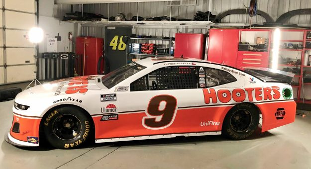 9 Hooters Darlington Throwback
