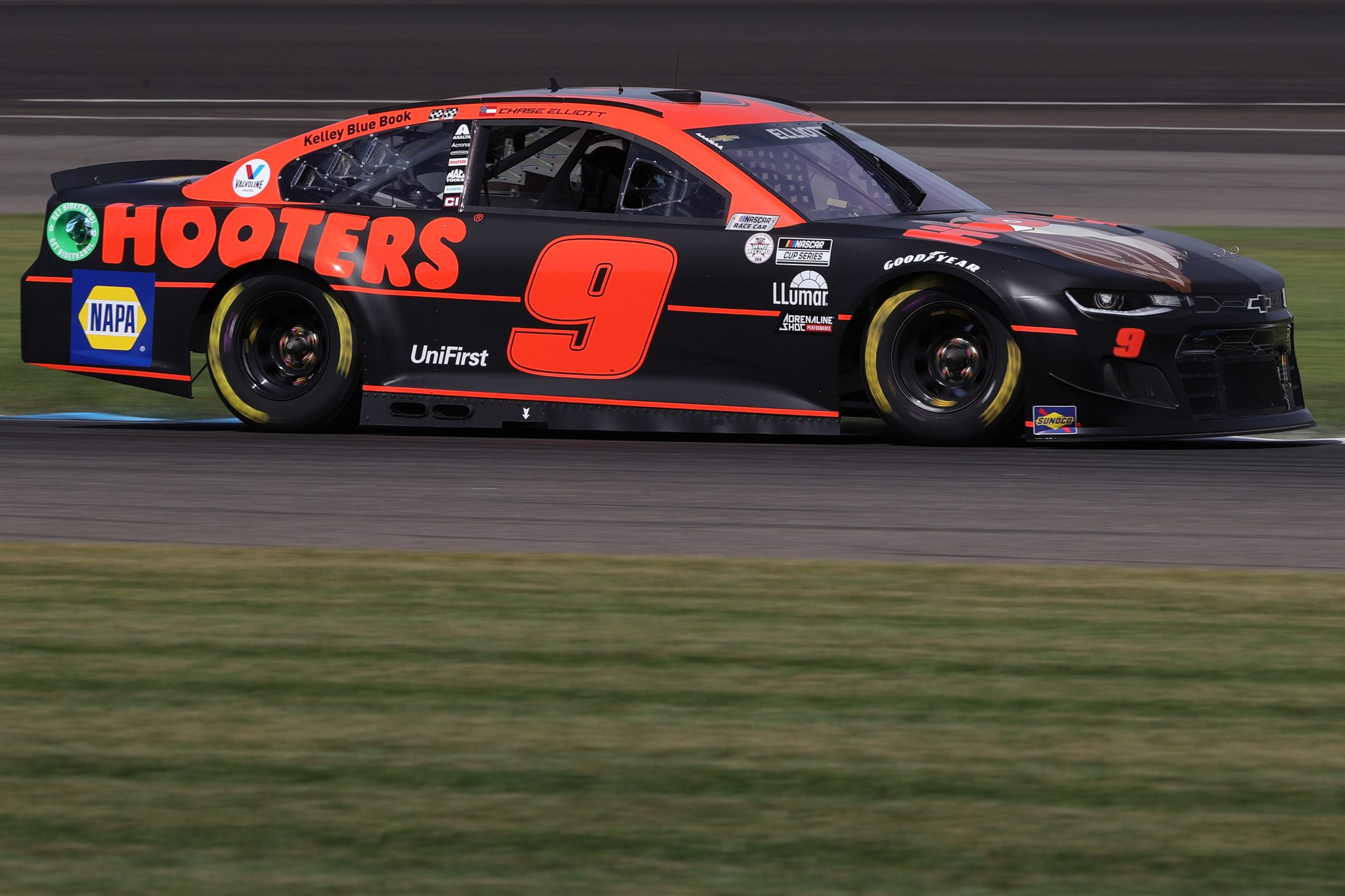 INDIANAPOLIS, INDIANA - AUGUST 14: Chase Elliott, driver of the #9 Hooters Chevrolet, drives during practice for the NASCAR Cup Series Verizon 200 at the Brickyard at Indianapolis Motor Speedway on August 14, 2021 in Indianapolis, Indiana. (Photo by Stacy Revere/Getty Images)   Getty Images